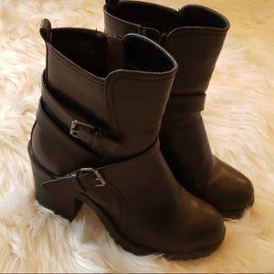 NWOT Shi Boots